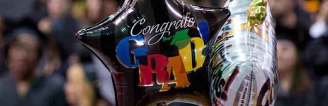 star-shaped mylar balloons bouquet featuring the message Congrats Grad